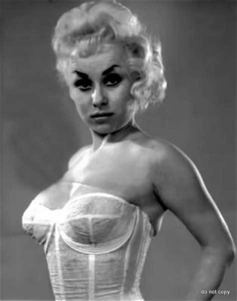 Barbara Windsor | Barbara windsor, Pinup photoshoot, Actresses