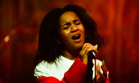#PALIECMĀJĀS Tiešraides arhīvs: Dīvānkoncertā Aminata ...