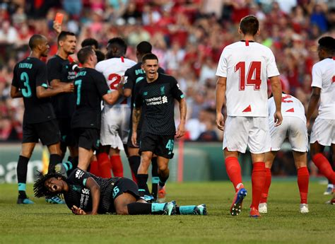 Bek Liverpool Terkena Tekel Brutal Ala Kickboxing Hingga ...