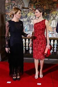 letizia le da un repaso a una reina de la belleza