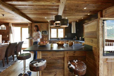 cuisine vieux bois le chalet des envers authentic luxe locations