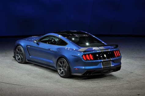 2016 Ford Mustang Shelby Gt350r Is A Trackhoned Hooligan