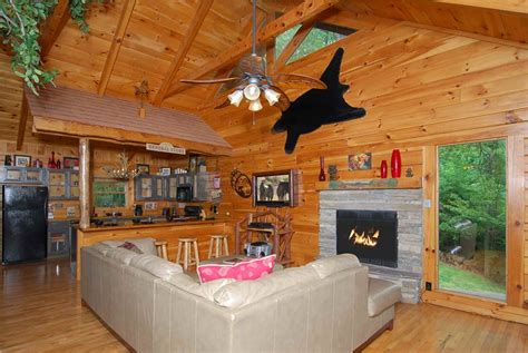 One Bedroom Cabins In Gatlinburg Tn by The Tree House 1 Bedroom Cabin Rental In Gatlinburg Tn