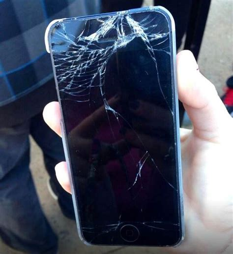 iphone 6 screen cracked apple fans take to to complain that iphone 6 and