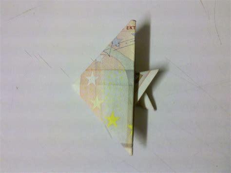 fische aus geld basteln eine detaillierte anleitung wie aus einem geldschein einen fisch faltet geldgeschenke