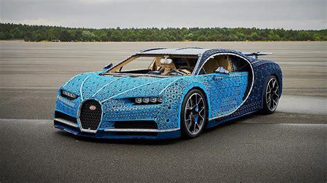 Using over a million lego technic pieces — along with 2,304 small lego electric motors — this bugatti chiron can reach speeds of almost 30 km/h. LEGO constrói Bugatti Chiron de tamanho real que pode ser conduzido