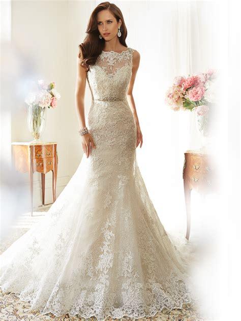 fit and flare wedding dress with bateau neckline - Brautkleider Creme