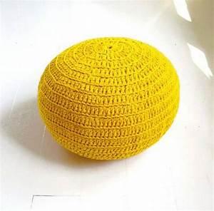Pouf Tricot Jaune : le pouf tricot un style cosy ~ Teatrodelosmanantiales.com Idées de Décoration