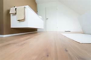 Bad Mit Holzboden : laminat im badezimmer forum innenr ume und m bel ideen ~ Michelbontemps.com Haus und Dekorationen
