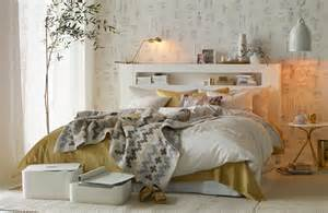 orientalische schlafzimmer chic gold and white bedroom design digsdigs