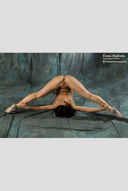 Naked balletdancers