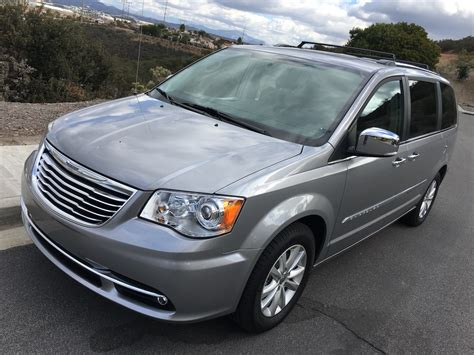 dukes drive  chrysler town country platinum review