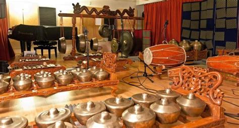 Musik modern dikenal dengan sebutan musik kreasi baru. Seni Musik Tradisional : Pengertian, fungsi, alat musik ...