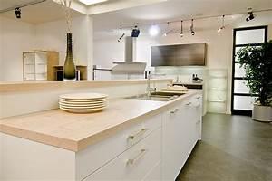 cuisine contemporaine blanche mat plan de travail bois With cuisine blanche et plan de travail bois