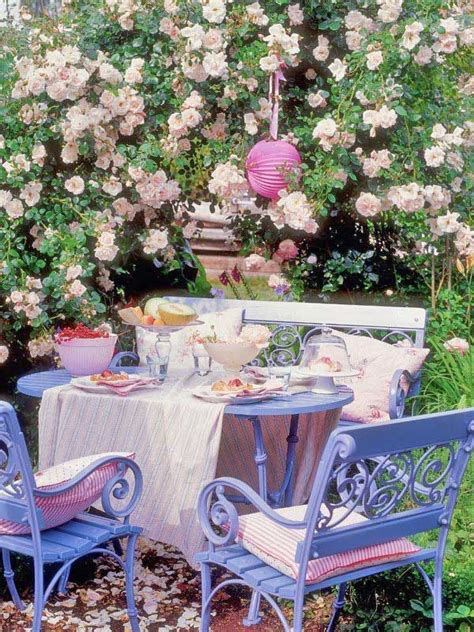 Cottage Garden Dining For A Cosy Corner Covered Area Of