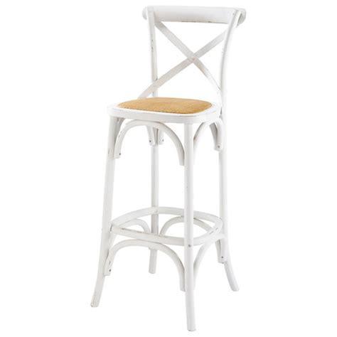 chaise de bar blanche chaise de bar en rotin et bouleau blanche tradition maisons du monde