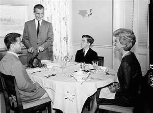 'No Place For Discontent': A History Of The Family Dinner ...