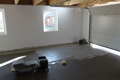 Die Garage Bekommt Fliesen  Schicker Friese