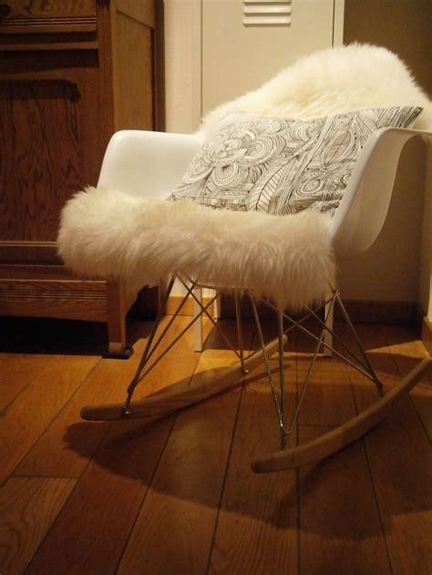 chaise fourrure chaise à bascule eames peau de mouton ludde ikea