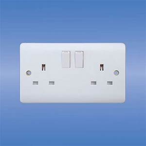 China Wall Switched Socket  Uk Standard