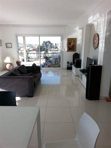 r 233 alisation de carrelage de sol dans un appartement 224