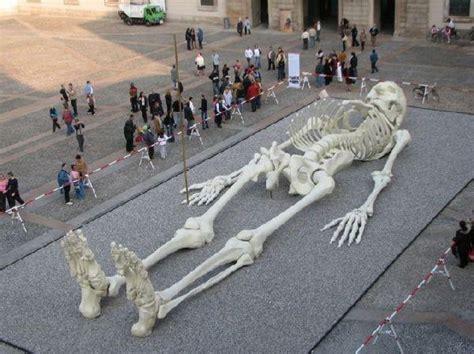 Gigantiskais skelets - Spoki