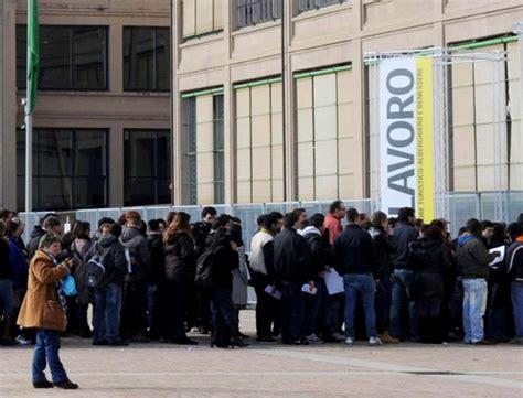 Ufficio Di Collocamento Disoccupazione - aumento tasso disoccupazione in italia febbraio 2015