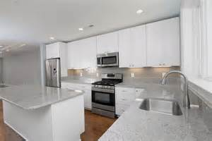 pictures of kitchen backsplashes with white cabinets white kitchen cabinets subway tile backsplash home design ideas