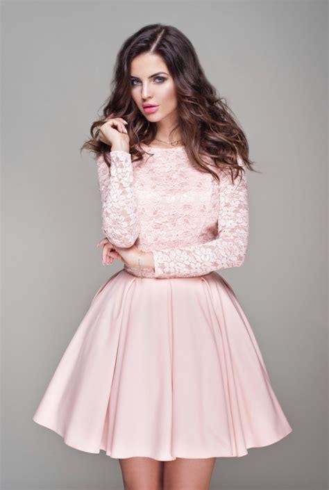 celebre sukienka w kolorze pudrowego r 243 żu na kobieta
