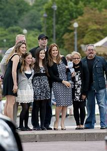 Kelly Preston Pictures - John Travolta and Family at the ...