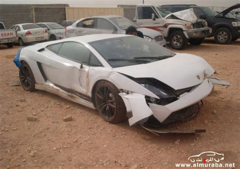 crashed white lamborghini lamborghini gallardo lp 570 4 superleggera crashes in