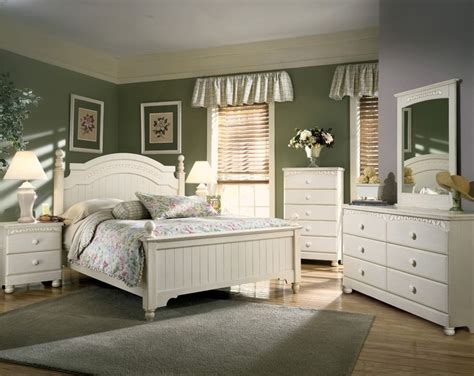 Ashley Cottage Retreat Bedroom Furniture