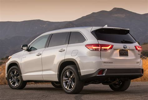toyota new 2017 2017 toyota highlander gets iihs top safety pick award