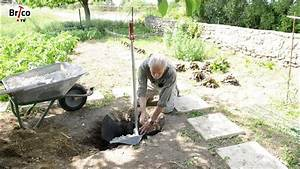 Installer Robinet Exterieur : installer un robinet antigel dans un jardin tuto brico pour poser un robinet antigel l ~ Dallasstarsshop.com Idées de Décoration