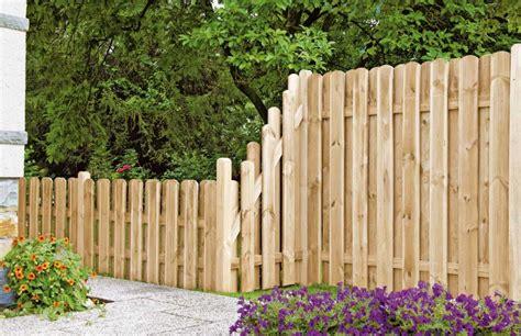 holzzaun kunststoffzaun geliefert oder fertig montiert gartenholzprofi
