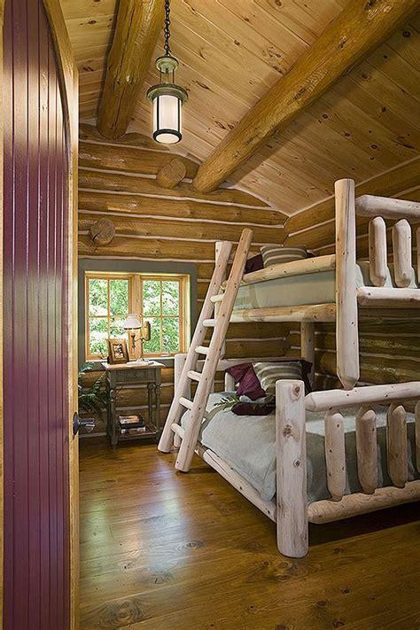 letti  castello  legno dal design particolare