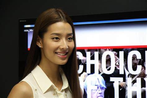 Actress-model Sumire to present NHK WORLD TV's programs ...