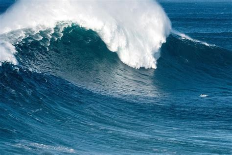 ¿Qué hay detrás de las olas gigantes de Nazaré?