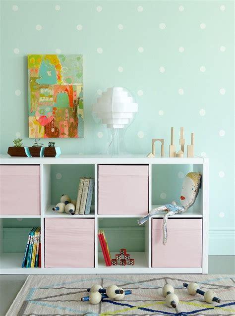 Kinderzimmer Wandgestaltung Punkte by Mintgr 252 Ne Wandfarbe Wei 223 E Punkte Und Rosa Akzente