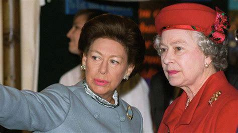 Wählen sie aus 2.029 erstklassigen inhalten zum thema elisabeth ii in höchster qualität. Bewegende Worte: Queen Elizabeth erinnert in Corona-Rede ...