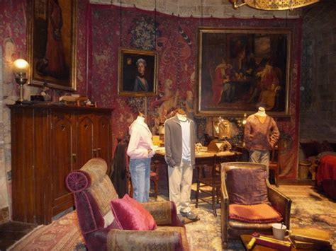 salle commune de gryffondor la magie de harry potter reprend vie avec les studios de la warner bros the of harry