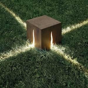 Scopri Lampada da pavimento Granito H 60 cm Per esterni H 30 cm Color legno di Artemide