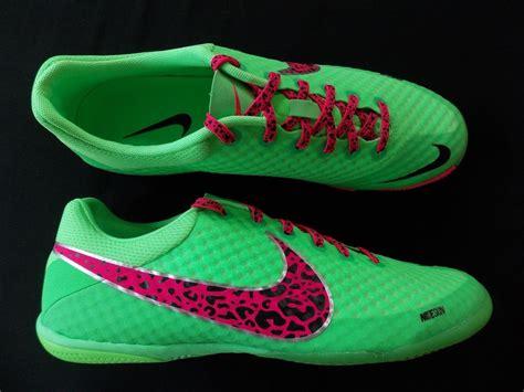 Mens Nike Indoor Soccer Shoes Trainers Elastico Finale Ii