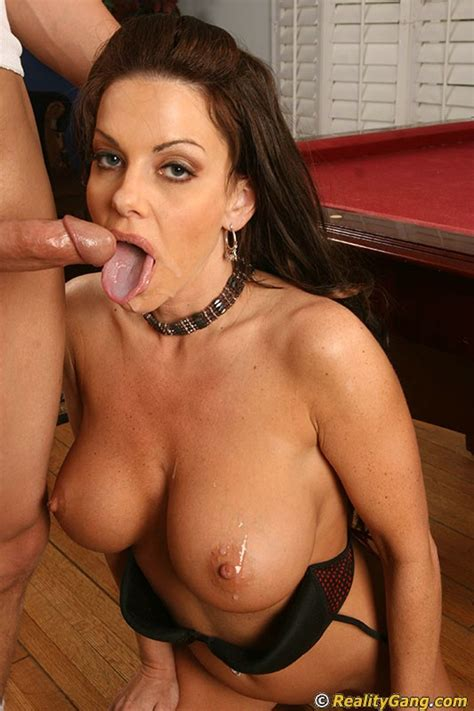 victoria valentino Gives A Blowjob With Ball Licking And Gets Fucked Tough