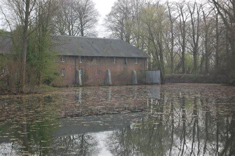 Wassergraben Mit Ehemaligen Wirtschaftsgebäuden Von Haus