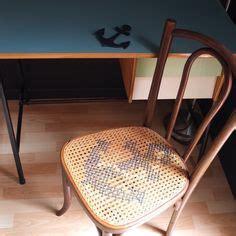 chaise de bistrot ancienne chaise de bistrot ancienne cannage et point de croix