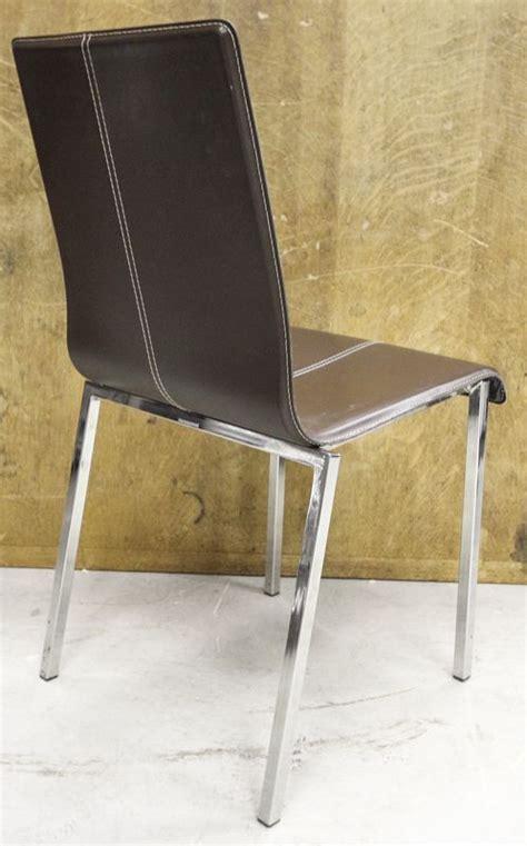 lot de chaise a vendre lot 47 24 unites chaise modele kuadra xl a garniture simili cuir de couleur marron fonce avec coutu