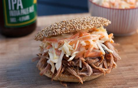 recipe  pulled pork  burger buns  coleslaw
