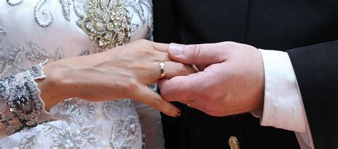 Find over 100+ of the best free wedding hands images. Unusual Wedding Rings | Harriet Kelsall