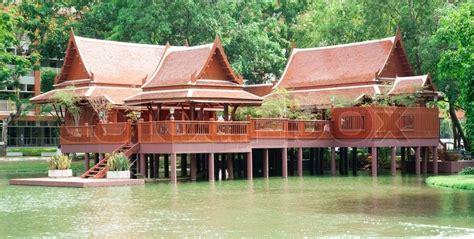 Traditionelle Thaihaus  Stockfoto Colourbox